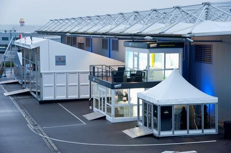 Glaspagode, Graeff Raummodule und das neue Losberger Pultdach rundeten neben den Hauptzelten das Ausstellungsbild ab