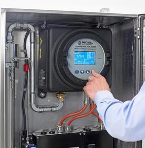 Feuchte in Erdgas Analysator im Gebrauch