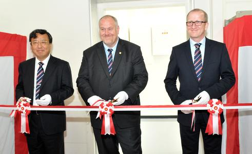 General Manager Yasuyuki Inoue, CEO Matthias Altendorf and Managing Director Andreas Mayr (from left) at the inauguration ceremony