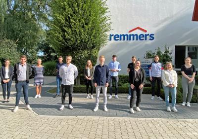 Corona bedingt stiegen zuerst die Auszubildenden der kaufmännischen Bereiche ins erste Ausbildungsjahr ein / Bildquelle: Remmers, Löningen