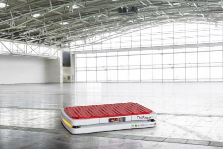 Ein Automobilhersteller automatisiert mit dem FTS TORsten aus dem Hause TORWEGGE eine Teilstrecke seines innerbetrieblichen Materialflusses / Foto: wuermser.communications