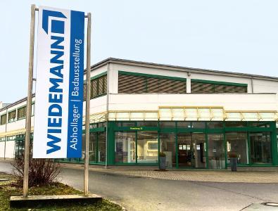 Die Hauptniederlassung in Zeitz mit einem Haupt- und Abhollager sowie einer Badausstellung.