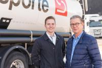 Holger Kompfe, Leiter Vertrieb Silotransporte (r.), und sein Kollege Lukas Remmert (l.) wollen das Geschäftsfeld Internationale Transporte ausbauen / Foto: sht