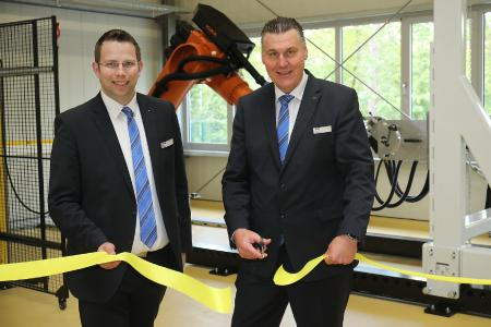 Christian Schumacher (right), Managing Director of HARTING Customized Solutions (HCS), and Matthias Wiehe, Head of Global Project Engineering, at the official commissioning of the robot