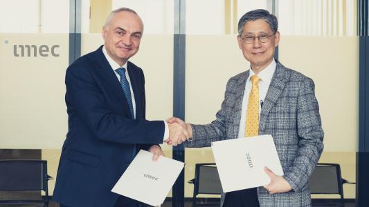 Dr. Luc Van den hove (President & CEO, Imec) and Dr. Sang-il Park (Chairman & CEO, Park Systems)