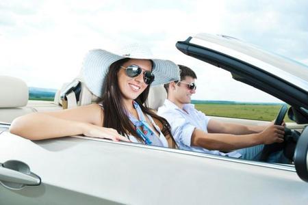 Wenn man wieder etwas Ruhe nach der rasanten Fahrt braucht, bietet ein geräuschoptimiertes Verdeck mehr Komfort und schützt vor lauten Wind- und Fahrgeräuschen / ©Fotolia