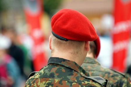 Bundeswehr: Neue berufliche Chancen für vorzeitig ausscheidende Soldaten mit einem spezifischen Master-Fernstudium