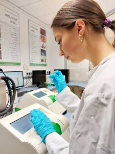 Ms. Kateryna Borysova in the LUM Application Lab