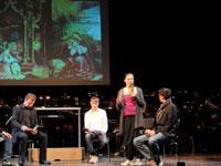 Engelskonzert: Eine Schülerin erläutert das Bildprogramm