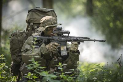 Das RS556 zeichnet sich durch hohe Ergonomie und Führigkeit aus und lässt sich optimal an die individuelle Kampfausrüstung anpassen (Bildnachweis: Rheinmetall/Steyr Mannlicher)