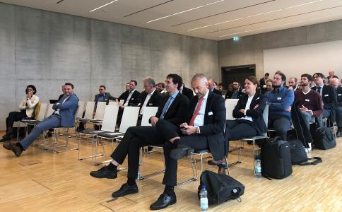 Gute Stimmung beim MAI Carbon Projektforum 2019 im Technologiezentrum Augsburg / © MAI Carbon