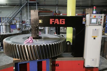 Das Spezial-Anwärmgerät FAG HEATER5000 ist für Werkstücke bis zu fünf Tonnen ausgelegt und ermöglicht durch eine innovative Steuerung ein schnelles und sicheres Anwärmen von Wälzlagern und anderen Bauteilen / Foto: Schaeffler