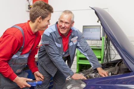 Ganz hoch im Kurs steht bei Schulabgängern in der Region Stuttgart die Ausbildung zum Kraftfahrzeugmechatroniker / Fotoquelle: amh-online.de