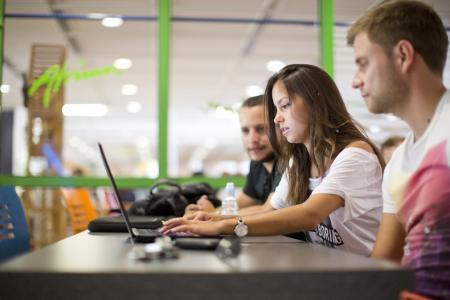 Das Orientierungsstudium TUKzero vermittelt auch Kompetenzen, um zu lernen, Projekte etwa in Gruppen gemeinsam zu stemmen / Foto: TUK