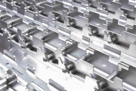 Die Hubl GmbH hat ihre Kernkompetenz um die Herstellung von Werkstückträgern aus Blech erweitert