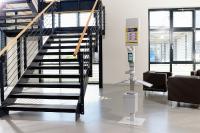 Überall, wo Menschen aufeinandertreffen, lauern auch Ansteckungsgefahren. Lösung bietet die Hygienestation Cleanspot aus dem Hause KRIEG.