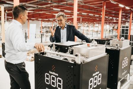 Boozt und COO Niels Hemmingsen hatten im Jahr 2011 ein 2.000 m² großes manuelles Lager. Heute besitzt der rasant wachsende Online-Händler die größte AutoStore-Anlage der Welt und setzt die neueste Technologie ein.