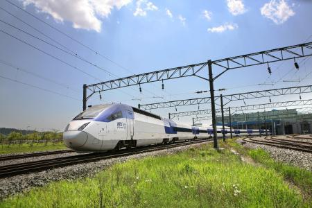 The Korea Train eXpress (KTX) connects Suseo with Mokpo and Pusan –manufacturer Hyundai Rotem trusts Lapp to supply the cables