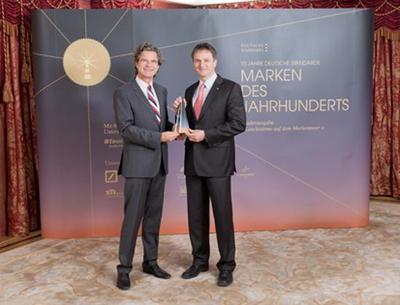 Dr. Florian Langenscheidt, Verleger, und Dr. Boris Gehring, Leiter der Division Industry Service bei der Preisverleihung