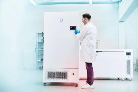 Los ultracongeladores LAUDA Versafreeze están optimizados para las exigencias extremas del almacenamiento a temperaturas ultrabajas y son capaces de enfriar de forma segura y fiable muestras, medicamentos o sustancias orgánicas. (Imagen: LAUDA)