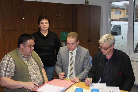 Bei der Unterzeichnung der Energie-Vereinbarung: Marcus Schwarzer, Heike Kasten, Michael Hillmann und Ulf Schmidt (v.l.n.r.)
