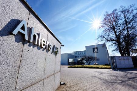 Ahlers AG baut E-Commerce aus: novomind iPIM zentral für Pierre Cardin, BALDESSARINI und Pioneer Authentic Jeans eingeführt