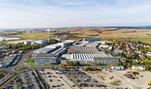 Kaeser Kompressoren's headquarters and main plant in Coburg-Bertelsdorf, partial view from the west, with the distribution centre and fully automated high rack warehouse