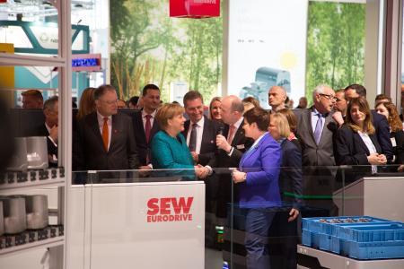 Bundeskanzlerin Dr. Angela Merkel besucht SEW-EURODRIVE auf der Hannover Messe
