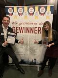 """Fünf Sterne für novomind bei """"Hamburgs beste Arbeitgeber"""". Links Stefan Grieben (CTO novomind AG), rechts Laura Fischer (HR Manager novomind AG)"""