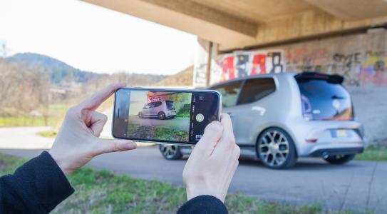 Ein VW up GTI fährt miteinem  ST X Gewindefahrwerk dynamischer.