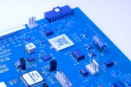 Dymax DualCure 9771 erfüllt als einzige Schutzbeschichtung die Anforderungen nach Mil-Std 883 Methode 5011