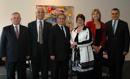 (v.l.n.r.): Prof. Dr. Hasan Selçuk, Prof. Dr.- Ing. Muhlis Kenter, Prof. M. Zafer Gül, Prof. Dr. rer. pol. Karin Luckey, Prof. Dr. Jutta Berninghausen und Prof. Dr. Muzaffer Dartan