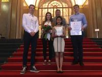 Gewinner des Smart Home Awards 2019: Studenten der TUM: v.l. Alexander Collins v.m. Loomila Hada v.r. Patrick Sowinski & Forschungspartner iHaus: Theresa Nirschl und Ralf Pfleghar.