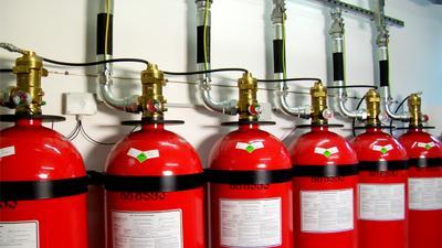 Bei der Sicherung ihrer EDV- und IT-Anlagen setzen Unternehmen zunehmend auf schonende Löschmittel wie etwa das 3M Novec 1230 Feuerlöschmittel / Foto: 3M