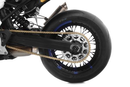The big rear sprocket for spontaneous start