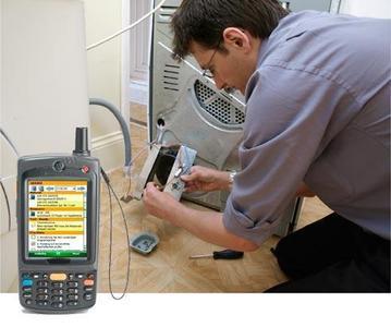 Dank komplett digitalisierter Service-Prozesse mit 4mobile SERVICE arbeitet der technische Kundendienst produktiver. Die ICS-Software, hier mit dem MC75 von Motorola, führt zu ökonomischem und konsistentem Instandhaltungsmanagement