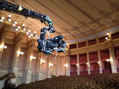 Kamera im Inneren des Bayreuther Festspielhauses © DW (Hans Christoph von Bock)