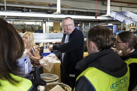 Blick hinter die Kulissen am Tag der Logistik: Retouren-Management für den Online-Handel bei Hermes Fulfilment in Hamburg