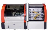 Die auf der GrindTec zu sehende Amada DV1 steht für vollautomatisiertes Profilschleifen mit Werkstück- und Schleifscheibenwechsler.