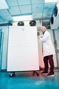 Les nouveaux thermostats de process LAUDA Integral P élargissent la plage de température des fluides calopor-teurs combustibles et permettent des applications dans des conditions réalistes et à des coûts d'exploitation favorables (Photo : LAUDA)