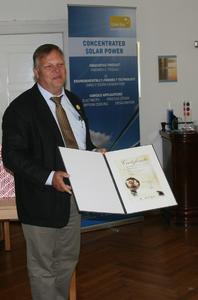 Joachim Krüger mit Urkunde