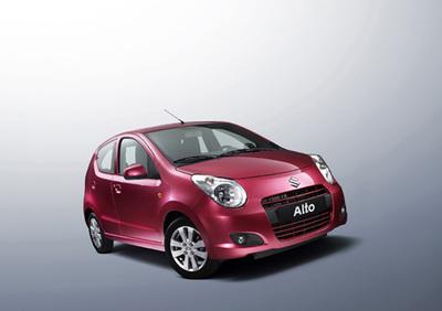 Der neue Alto kombiniert ein auffälliges Äußeres und urbane Mobilität mit hervorragenden Leistungen im Hinblick auf hohe Kraftstoffeffizienz und einen niedrigen CO2-Ausstoß