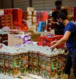 Großauftrag vom Handelshaus Huber-Kölle: Die Sievert Logistik SE hat in Stockstadt klimaneutrale und nachhaltige Adventskalender konfektioniert. (Foto: Sievert Logistik SE)