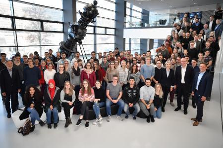 Die Teilnehmer der Exkursion im Zeiss Forum / Fotonachweis: © ZEISS / Manfred Stich