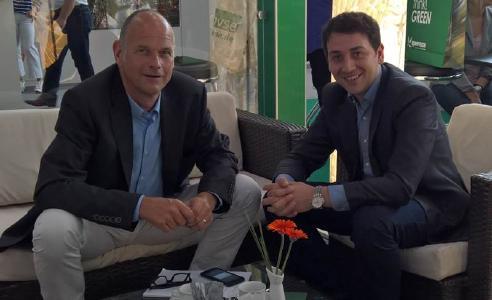 Die Geschäftsführer Matthias Siegel, Isofleet GmbH und Dirk Gänsbauer, collectingsystems GmbH vereinbaren Kooperation auf IFAT 2016