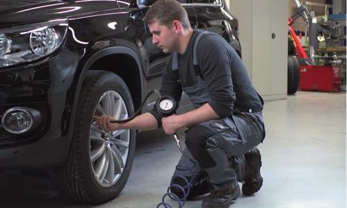 Der richtige Reifendruck trägt erheblich zur Sicherheit im Straßenverkehr bei. Dafür hat der Gesetzgeber schon seit Anfang letzten Jahres für Neuwagen  RDKS vorgeschrieben.