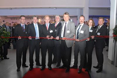 Die Jury des internationalen Innovationswettbewerbs mit Dr. Heinrich-G. Lochte, Bundeswirtschaftsministerium (3.v.li.), und Jurysprecher Christian Schultze (4.v.re.)