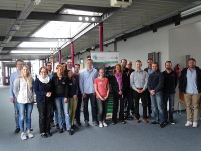 Semester 1 und 2 bei der ersten Präsenz in Zweibrücken mit Frau Prof. Dr. Reuter (Mitte) und Herrn Prof. Dr. Piazolo (4. von rechts) / Foto: HSKL