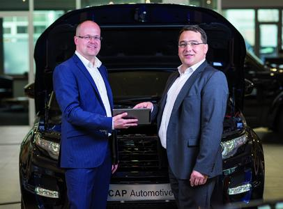 development for CAP Automotive: RE'FLEKT Managing Director Kai Thomas and Jürgen Lumera, Director Global Product Management and Innovation at Bosch Automotive Service Solutions (from left to right)
