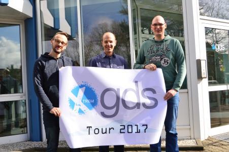 Die Initiatoren der Charity-Tour stehen schon in den Startlöchern: Tobias Kreimann, Christian Paul und Timo Brinkmann (v.l.n.r.). Foto: gds-Gruppe